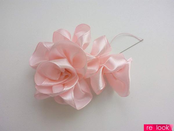 Розы из атласных лент без клея